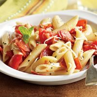 Do your kids love pizza? Then this Pizza Pasta Salad with all your favorite ingredients is perfect for them!