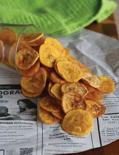 Plantain chips: 2 green or slightly yellow plantains ½ teaspoons salt 1 teaspoons smoked paprika freshly ground pepper cooking spray or oil for coating plantains/baking pan Baked Plantain Chips, Baked Plantains, Plantain Recipes, Baked Chips, Real Food Recipes, Vegan Recipes, Snack Recipes, Cooking Recipes, Healthy Cooking