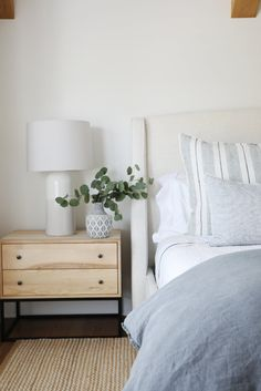 Great day shooting with the talented ladies behind saltdesignco last week. I love when a clients design aesthetic is aligned with mine . Beach House Bedroom, Home Decor Bedroom, Calm Bedroom, Zen Master Bedroom, Condo Bedroom, Master Bedroom Interior, Bedroom Ideas, Decoracion Habitacion Ideas, Boho Home