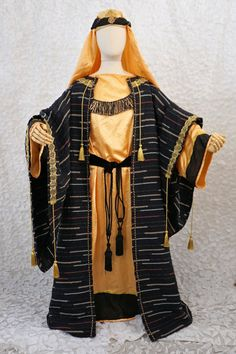 This Three Wise man or King costume is great for any Nativity or Christmas Pageant. The Arabic look is complete with a turban done in rich