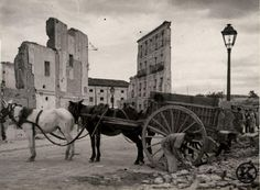 Spain - 1936-39. - GC - Carabanchel Foto Madrid, Light And Shadow, Old Pictures, Wwii, Vintage Photos, Camel, Horses, Photography, Painting