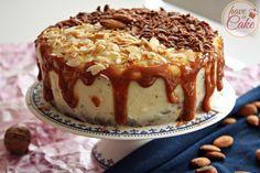 Rzadko mi się to zdarza, ale z tego tortu jestem na prawdę dumna :) Połączenie orzechowego ciasta, delikatnego jaglanego kremu czekoladowwego, wiśniowej konfitury, waniliowej góry i solonego karmel...