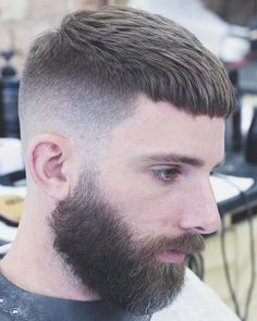The textured crop is a haircut that came back out of the woodwork for men recently. This year the crop is likely to become more of a mainstream haircut. Here's all you need to know about the crop hairstyle for men. Crop Haircut, Haircut Men, Fade Haircut, Short Hair Cuts, Short Hair Styles, Hair Icon, Easy Hairstyles, Hairstyle Men, Crew Cuts