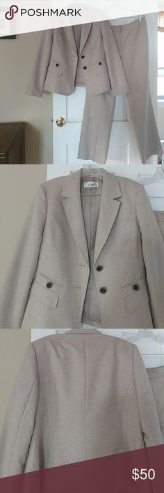 Le Suit Two Piece Pants Suit Beige 10 Le suit 2-piece pants suit in beige color. Size 10. Very gently used. Only worn on a handful of job interviews. The suit is clean but it could use a dry cleaning. No rips tears Etc no tailoring done. Smoke-free home. I'm 5-8. This has a low waist. I'd say the waist is about 28 to 29 inch and the length is about 31 inches. Le Suit Other