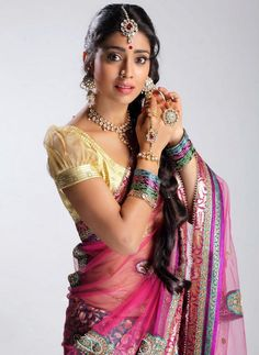 shriya saran in pink saree and jewelry