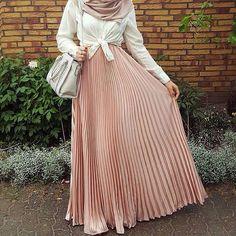 See this Instagram photo by @hijab_fashioninspiration • 4,193 likes