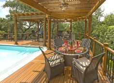 L-Shaped Wood Pergola Over Pool Deck | Archadeck Outdoor Living