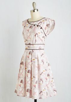 Much like the sculpted shrubs you admire on the mansion's expansive grounds, this beige dress is sure to impress! Trimmed with dark brown piping and decorative buttons, and starring a polar bear, penguin, and walrus print mixed in with pine trees, this cap-sleeved frock offers 'shear' charm to your outing.