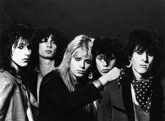 Hanoi Rocks vuonna 1982. Kuvassa vasemmalta: Nasty Suicide, Gyp Casino, Mike Monroe, Sami Yaffa, Andy McCoy.