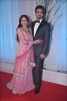 Esha Deol's reception is attended by many generations of Bollywood