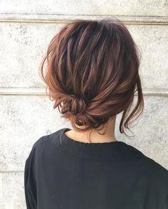 髪型が崩れたそんな時知っておきたい!会社のトイレで簡単ヘアアレンジ8選  -  LOCARI(ロカリ)