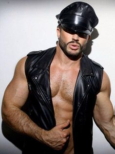 another cute leather boy Leather Harness, Leather Cap, Leather Jacket, Leder Outfits, Raining Men, Muscular Men, Hairy Men, Leather Fashion, Sexy Men