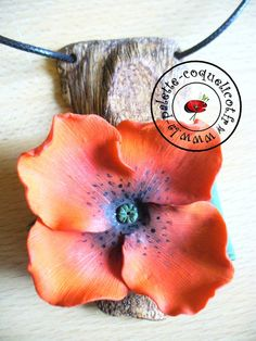 Pendant with flower by La-palette-coquelicot. Made from polymer clay.