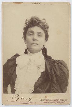 """La più importante attrice teatrale italiana della fine dell'Ottocento e degli inizi del Novecento. E' il simbolo indiscusso del teatro moderno, anche nei suoi aspetti più enfatici. """"Io mi trucco con l'anima, non con il volto"""""""