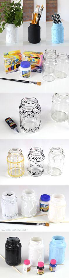 Pintura em relevo em potes de vidro! Veja o passo a passo completo no vídeo no blog: http://modacustom.com.br/2016/06/15/diy-potes-com-pintura-em-relevo/