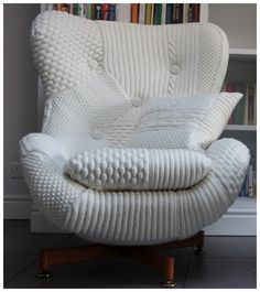 I want a chair just like this, beautiful. wonder though ow much wool one has to buy for this