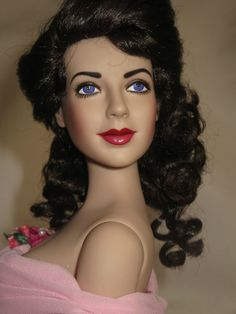 "Franklin Mint LIZ TAYLOR 16 in vinyl  ""GIANT "" DOLL / WIG / JEWLERY /STAND / COA #franklinmint"