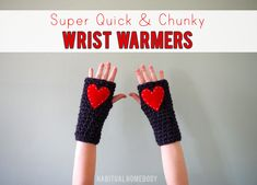 Free crochet pattern: Super quick and chunky wrist warmers