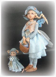 """In deze galerij stel ik mijn fairy kinderen voor , ik noem ze ook """"dotjes"""". Ze zijn gemaakt uit prosculpt . Voor de kleding geb..."""