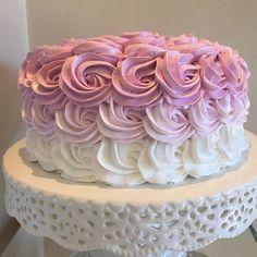 Bolo lindo de hoje! #boloconfeitado #festademenina #docescomamor #festajardim