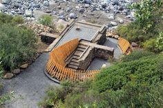 """Construido en 2016 en Romeral, Chile. Imagenes por Matías Leyton, Antonieta López.. """"Memorial el Litre"""" es una obra que se enmarca en el proceso de titulación de la escuela de Arquitectura de la Universidad de Talca. Ubicado al norte...  http://www.plataformaarquitectura.cl/cl/789817/el-litre-memorial-matias-leyton?utm_medium=email&utm_source=Plataforma+Arquitectura"""