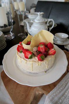Mohntorte mit Buttercreme - Bine kocht! Butter, Camembert Cheese, Creme, Dairy, Food, Pies, Food Food, Essen, Meals