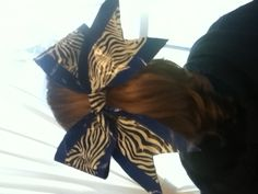 Duct tape cheer bow, amazing and easy to make:)