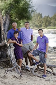 Clothing for pictures - all shades of purple, what to wear for photos, ideas Family Beach Portraits, Family Beach Pictures, Beach Photos, Family Pics, Family Pictures What To Wear, Family Picture Outfits, Driftwood Beach, Beach Photography, Family Photography
