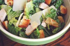 Light and fresh Chicken Caesar Salad Chicken Caesar Salad, Chicken Salad Recipes, Healthy Salad Recipes, Fresh Chicken, Healthy Chicken, Crispy Chicken, Catering, Classic Caesar Salad, Salad Sauce