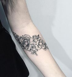 Floral tattoo @anna_bravo_