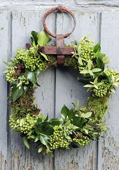 Evergreen Welcome visitors with a handmade evergreen wreath Country Living DIY Wreath Ideas - Holiday Wreath Making Ideas - Country Living Wreath Crafts, Diy Wreath, Wreath Hanger, Wreath Ideas, Wreath Making, Small Wreath, Moss Wreath, Boxwood Wreath, Diy Garland