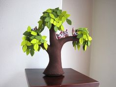 i'm making this for my next friend to get married ... a cute family tree!!