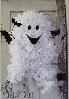 Ghost Wreath Tutorial using ribbon rail, glitter twig garland, poly mesh, raz bat spray Monster Door, Monster Wreath, Halloween Crafts, Halloween Porch, Homemade Halloween, Diy Halloween Decorations, Craft Decorations, Fall Crafts, Halloween Ideas
