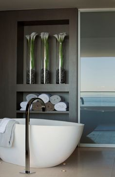 Modern Bathroom Design: Stones and Flowers in Glass Vases [Rockledge by Horst Architects & Aria Design Bathroom Inspiration, House Design, Luxury Bathroom, Contemporary Beach House, Amazing Bathrooms, Bathroom Decor, Bathroom Design, Freestanding Tub Faucet, Ocean House