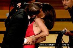 Julia Louis-Dreyfus se lleva un Emmy... y el beso de un capo de las drogas