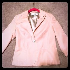 Forever 21 Blazer Perfect spring time baby pink blazer! Never Worn! Has taupe colored button. Sleeves are ¾! Forever 21 Jackets & Coats Blazers