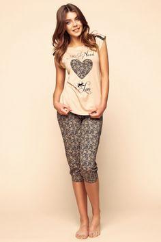 Rina to piżama z cyklu mix and match. Krótki/długi rękaw. Długie i 3/4 spodnie. Mieszaj kolory i stwórz własny zestaw !