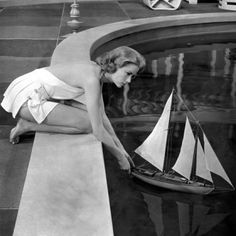 Grace Kelly in High Society. I took a picture of the pool as seen in High Society, when I was at Clarendon Court yesterday. High Society, Hollywood Glamour, Classic Hollywood, Old Hollywood, Hollywood Divas, Timeless Beauty, Classic Beauty, Classic Fashion, True Beauty