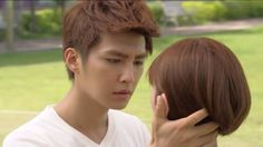 Taiwanese actor, Aaron Yan.. I don't know why but I love his hand xD Lol