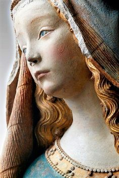 Foto's van R Madonna, Christian Images, Pre Raphaelite, Portraits, Blessed Virgin Mary, Medieval Art, Blessed Mother, Sacred Art, Mother Mary