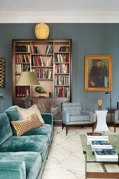Vintage Interior Design Love the soothing shades of blue in this cozy living room library. - See inside the homes of interior designers. Over 80 pictures to inspire on HOUSE - design, food and travel by House Cozy Living Rooms, My Living Room, Living Spaces, Sitting Rooms, Design Salon, Decoration Inspiration, Decor Ideas, Living Room Inspiration, Room Colors