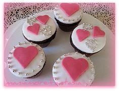 Cupcake al cioccolato ricetta per S. Valentino con decorazioni cuore