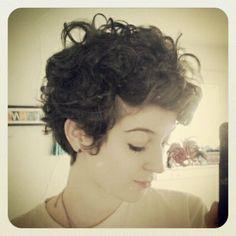 Resultado de imagem para pixie cut curly hair tumblr