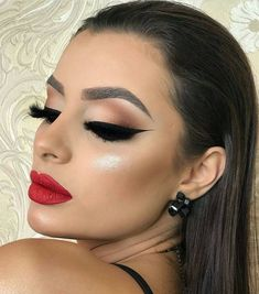 glam makeup – Hair and beauty tips, tricks and tutorials Cute Makeup, Glam Makeup, Gorgeous Makeup, Party Makeup, Simple Makeup, Makeup Inspo, Wedding Makeup, Makeup Inspiration, Hair Makeup