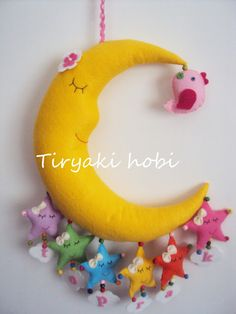 felt wreath - moon-bird  Could also make in different shapes and fashion a Christmas ornament!