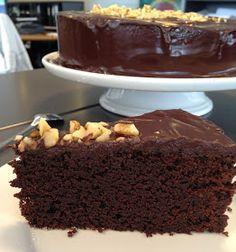 Chokoladekage a la Mudcake Cake Cookies, Cupcake Cakes, Cupcakes, Baking Recipes, Cake Recipes, Danish Dessert, Vegan Kitchen, Recipes From Heaven, Vegan Desserts