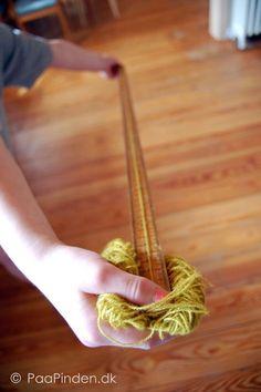 Mål en given mængde garn (her 10 meter) løbelængde Knitting Help, Knitting For Beginners, Loom Knitting, Knitting Socks, Knitting Patterns Free, Hand Knitting, Knit World, Bamboo Knitting Needles, Knit Basket
