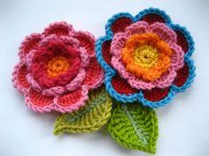 Vanecroche e patch: Flor três camadas com folha croche com passo a passo