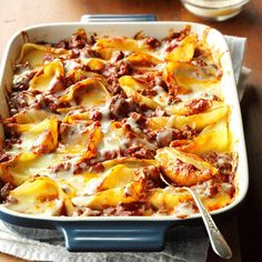 25 Foolproof Ground Beef Casserole Recipes - No one goes hungry when you bake up our favorite ground beef casseroles. From Italian Stuffed Shells to Mexican Pasta Bake, these hamburger recipes are hearty, satisfying and easy on your wallet. Beef Casserole Recipes, Ground Beef Casserole, Meat Recipes, Pasta Recipes, Dinner Recipes, Cooking Recipes, Hamburger Recipes, Dinner Ideas, Cheese Recipes