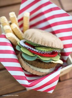 Sewing Toys Felt_Burger_DIY_Fries - A DIY felt hamburger is a fantastic and mess-free toy for the kiddos! Super easy and super cute, designed by handcrafted lifestyle expert Lia Griffith Kids Play Food, Felt Play Food, Pretend Food, Pretend Play, Children Play, Felt Diy, Felt Crafts, Diy Crafts, Diy For Kids
